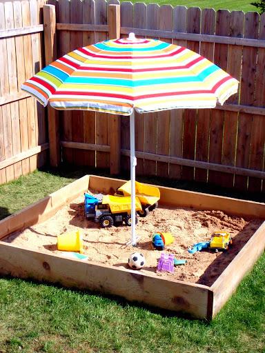 Какую выбрать песочницу на дачу